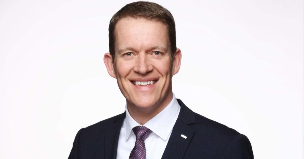Burkhard Eling wird neuer CEO bei Dachser. Bernhard Simon gibt seinen Posten ab und vertritt die Unternehmerfamilie im Verwaltungsrat.