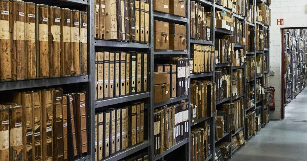 Aufarbeitung auf rund 6.000 Regalmeter voller Akten und Unterlagen: Das Historische Institut der Deutschen Bank beinhaltet auch das seit 1961 bestehende Archiv des Geldinstituts.