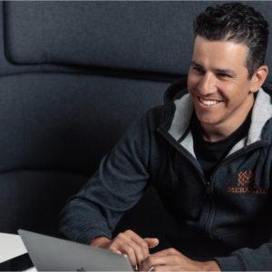 Adrian Locher ist für KI-Gründer Förderer, Kapitalgeber und unternehmerischer Beirat zugleich.