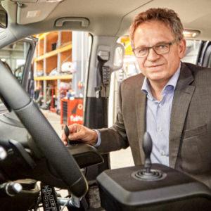 Hinterm Steuer, in der Werkstatt: Roland Arnold in seinem Element.