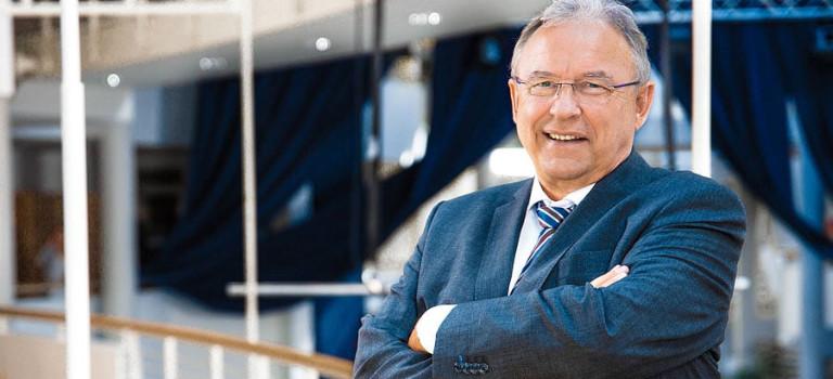Prof. Dr. Arist von Schlippe hält den Lehrstuhl Führung und Dynamik von Familienunternehmen am Wittener Institut für Familienunternehmen (WIFU).