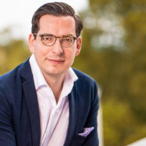 """Dr. Dominik Benner schrieb seine Dissertation zum Thema """"Akquisitionsprozesse bei Familienunternehmen"""" an der Universität St. Gallen. Nun führt er die Benner Holding."""