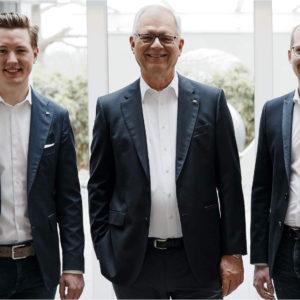 Georg Huf (Mitte) übergibt das Unternehmen an Christian Huf (links) und Benedikt Huf.