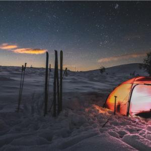 Bei jeder Witterung ein standfestes Dach über dem Kopf. Das verspricht die Firma Hilleberg mit ihren Zelten. Die Unternehmensstrategie der Schweden ist ebenfalls standfest. Foto: Emil Börner/thebigtrip.se