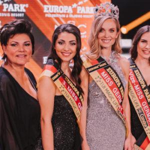 Die Missen und ihre Macher: Vier Klemmers säumen die Gewinnerinnen aus dem Jahr 2019 beim Finale im Europa-Park in Rust. Foto: Robin Böttcher