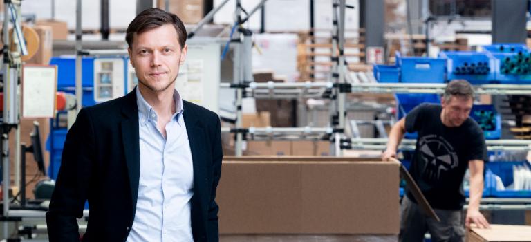 In seinem neuen Reich: Roman Gorovoy treibt den Imagewandel von Electrostar an. Das neue Gebäude lockt mit Start-up Charme und ohne Büros.