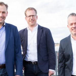 Zurück im Führungsteam: Torsten Toeller mit seinen beiden Geschäftsführern Folkert Schultz und Dr. Hans-Jörg Gidlewitz (v. r. n. l.). Foto: Fressnapf Holding SE