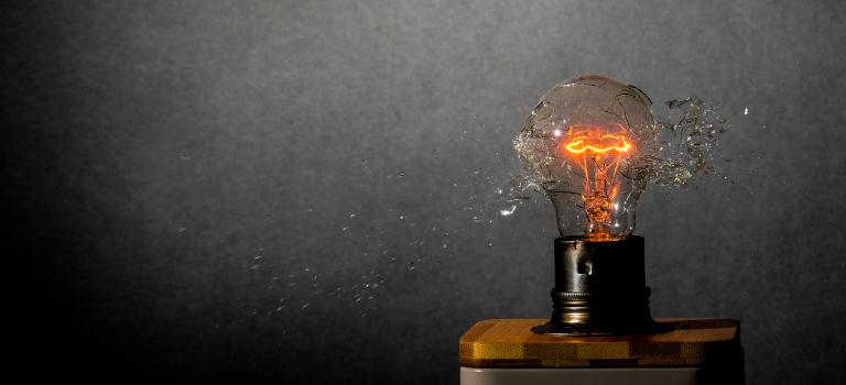 Edisons Albtraum: Seine Idee zerspringt in tausend Teile. Ein Ex-CEO kann auf Innovationen in Unternehmen eine ähnliche Auswirkung haben.