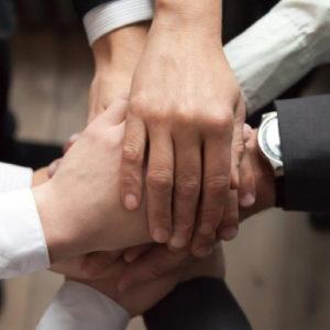 Mehrere Generationen müssen zusammenarbeiten, wenn es um den Erhalt des Familienunternehmens geht. Aber wer verantwortet die Familienstrategie?