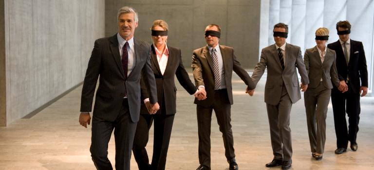 Können Gesellschafter ihrem Fremdmanager blind vertrauen? Wie sieht es umgekehrt aus? Foto: altrendo images / Stockbyte / Getty Images
