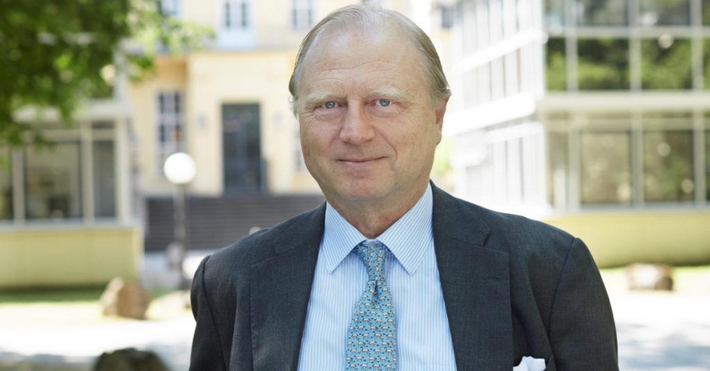 1982 trat Martin Schoeller in das kleine Familienunternehmen und Ingenieurbüro Schoeller International ein. Heute erwirtschaftet die Schoeller Gruppe einen Umsatz von circa 700 Millionen Euro.