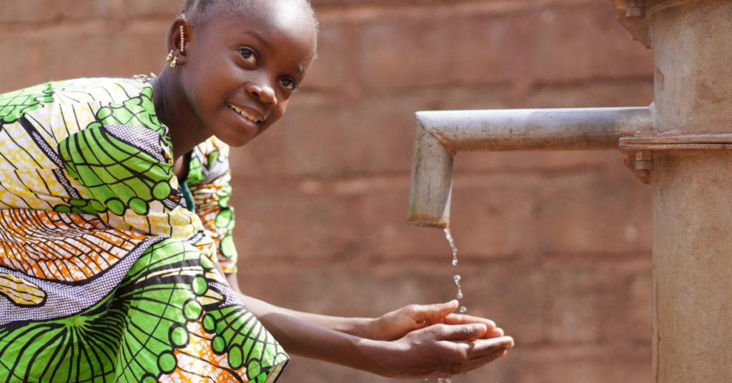Trotz Entwicklungszusammenarbeit weiterhin ein rares Gut auf dem afrikanischen Kontinent: ein gesicherter Zugang zu Wasser.