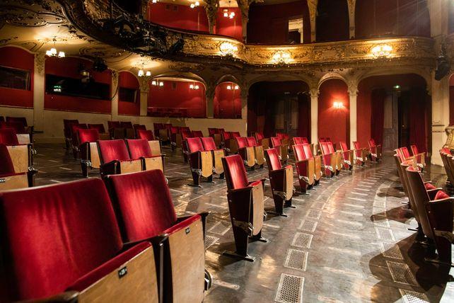 Neues Theatererlebnis: Oliver Reese und sein Team haben den Zuschauerraum des Berliner Ensembles auf die Corona-bedingten Abstandsregeln angepasst. Hinzu kommt spezielle Technik zur Raumdesinfektion mit Aerosolvernebelung.