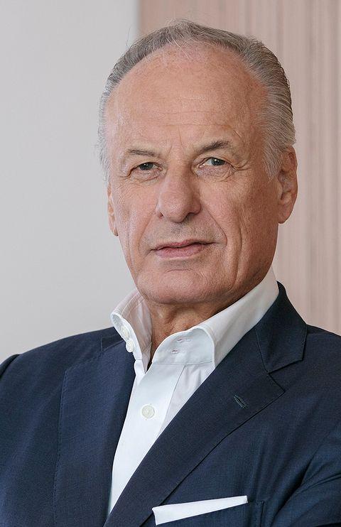 Dieter Becken ist Gründer und Geschäftsführender Gesellschafter der Becken Holding GmbH und zugleich Vorsitzender des im April 2019 neu gegründeten Verwaltungsrats. Neben zwei Externen hat auch Dr. Nadine Becken, Dieter Beckens Tochter, ein Mandat.