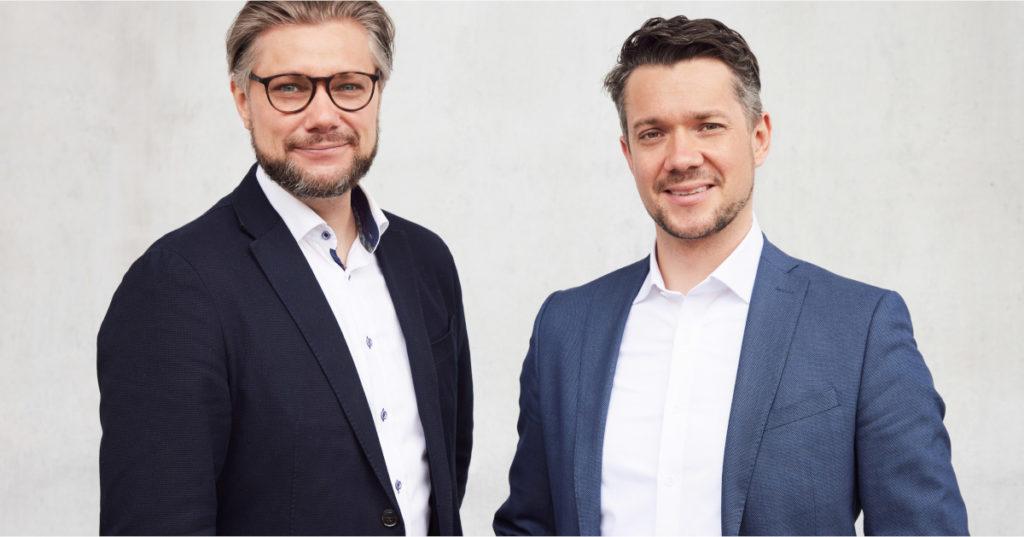 Zwei Gründerköpfe mit einem Riecher für Familienunternehmen: Dr. Michael Strohmayr (links) und Daniel Strohmayr (rechts) von tacterion.